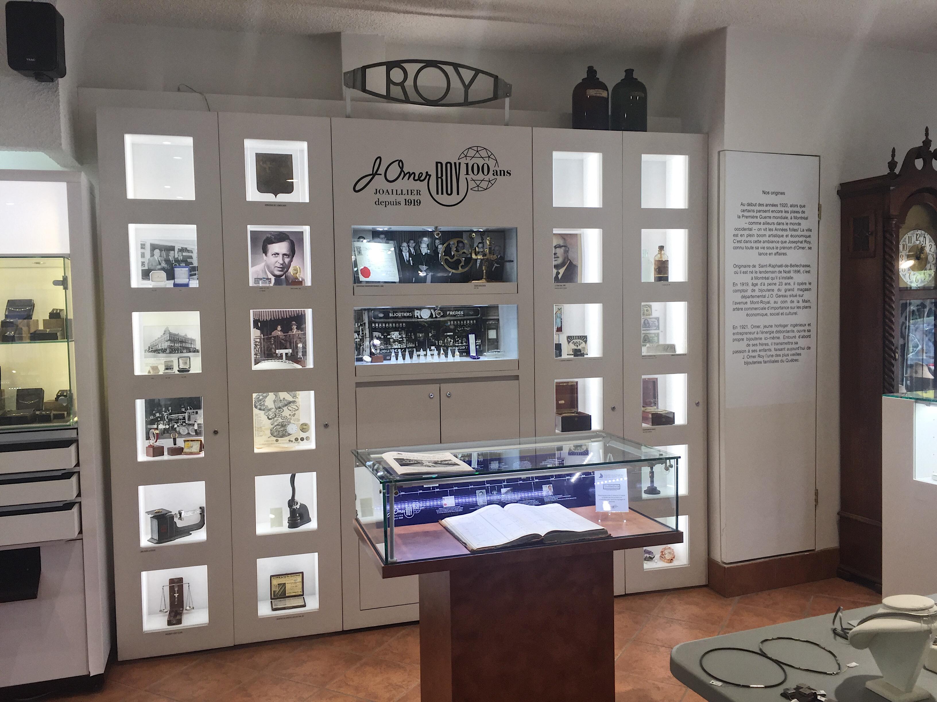 L'exposition rétroactive à la bijouterie J. Omer Roy
